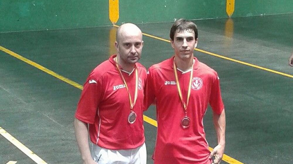 Carlos Ibañez (dcha.) con su compañero de Pelota. Fotografía de David Molinos.